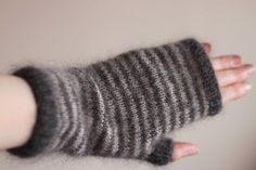Free Knitting Pattern - Fingerless Gloves & Mitts: Storm Fingerless Mittens