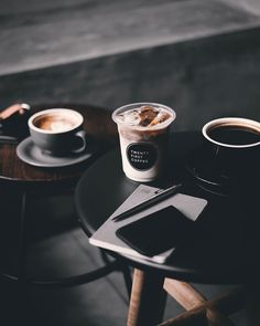 9 Simple and Impressive Ideas Can Change Your Life: Coffee Design Outdoor coffee cafe counter.Coffee Date Ice Cubes coffee cozy reading. Coffee And Books, Coffee Art, Iced Coffee, Coffee Drinks, Hot Coffee, Coffee Poster, Coffee Scrub, Coffee Cozy, Black Coffee