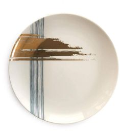 Celebrate the artistic expression and the notion of 'Modern Reflection' with André Fu Living's global exclusive table setting. Clay Plates, Ceramic Plates, Pottery Painting Designs, Paint Designs, Ceramic Wall Art, Ceramic Painting, How To Make Clay, Glaze Paint, Plate Art