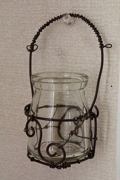 Baby Food Jar Crafts, Mason Jar Crafts, Mason Jar Diy, Barb Wire Crafts, Chicken Wire Crafts, Barbed Wire Art, Wire Hangers, Beads And Wire, Wire Work