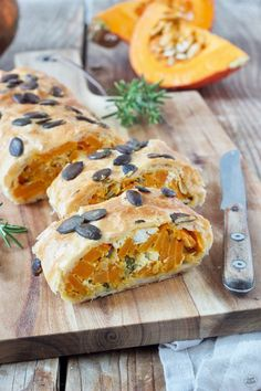 Pumpkin strudel with puff pastry feta - Recipe - Sweets & L .- Kürbisstrudel mit Feta aus Blätterteig – Rezept – Sweets & Lifestyle® Simple pumpkin strudel made from puff pastry with feta cheese based on a recipe from Sweets & Lifestyle® - Sweets Recipes, Veggie Recipes, Vegetarian Recipes, Cooking Recipes, Healthy Recipes, Vegetarian Lifestyle, Beginner Vegetarian, Vegetarian Lunch, Drink Recipes