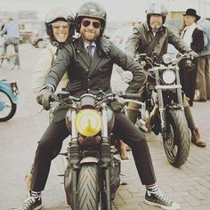 @greasyhands_motorshow looking fly with his worn in Farina Grey Speed gloves in #amsterdam #78 #78motorco #78gloves #luxurygloves #custommotorcycle #classicstyle #caferacer #bratstyle #motorcycle #motorcycleclothing #ridewithstyle #gloves #style #handcrafted #gentleman #luxurygoods #handcrafted #gentlemanriders #superluxehelmets  #motorcyclegloves #78helmets #78style #78speed #gloves  #motoapparel #speedgloves #gentlemensride #dgr #thedistinguishedgentlemansride