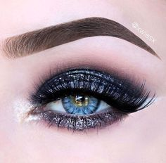 """Desio eyes, """"Icy Blue"""" // Patrizia Conde Natural Contact Lenses, Eye Contact Lenses, Cat Eye Contacts, Halloween Contacts, Glitter Makeup, Lip Makeup, Color Lenses, Dark Eyes, Colored Contacts"""