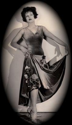 Clara Bow in a beautiful frock. #1920s