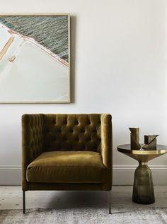 Vintage Interior Design vintage gold velvet tufted chair in the living room Interior Design Minimalist, Australian Interior Design, Interior Design Awards, Home Interior Design, Interior Architecture, Interior Decorating, Gold Interior, Decorating Ideas, Luxury Interior
