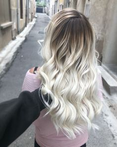 Coloring: The 11 Ombre Hair Blond trends 2019 (Photos) - Coloring: The 11 Ombre Hair Blond trends 2019 (Photos) - Ice Blonde Hair, Honey Blonde Hair Color, Dark Roots Blonde Hair, Light Blonde Hair, Platinum Blonde Hair, Light Hair, Brown Hair Balayage, Balayage Brunette, Ombre Balayage