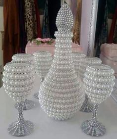 32 Best ideas for party decorations ideas diy wine bottles Wine Bottle Vases, Glass Bottle Crafts, Diy Bottle, Bottle Art, Beaded Mirror, Diy Wine Glasses, Altered Bottles, Diy Party Decorations, Diy Candles