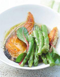 Poêlée d'asperges et saumon grillé au soja
