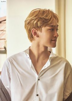 Chen present gift Exo Chen, Exo Kai, Chanyeol, Kim Jong Dae, Exo Ot12, Chinese Movies, Xiu Min, Exo Members, Present Gift