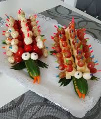 Gurkenkrokodil 37 - Gesundes Essen - My list of the most healthy food recipes Party Finger Foods, Snacks Für Party, Bug Snacks, Party Buffet, Veggie Tray, Food Decoration, Food Crafts, Food Humor, Cute Food