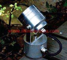 67128/C FOCO LEDS FOCO LEDS ACERO INOXIDALE DESCRIPCION: Foco de una luz Realizado en acero inoxidable Apto para exterior IP54 Luz día o luz cálida MEDIDAS : 6.5 x 14cm POTENCIA: 3 X 1W.