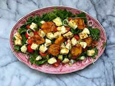 Grilled apricots and halloumi salad Halloumi Salad, Potato Salad, Grilling, Ethnic Recipes, Food, Crickets, Essen, Meals, Yemek