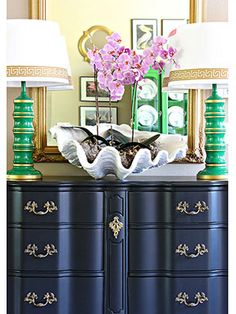 Decorating Hacks You Can Complete In An Hour Give life to old lamps: If you have two in a cool shape, a simple coat of paint and a few accent strips might be all they need to feel new again. Retro Furniture, Home Decor Furniture, Cool Furniture, Painted Furniture, Furniture Ideas, Bedroom Furniture, Diy Home Projects Easy, Home Improvement Projects, Rustic Country Homes