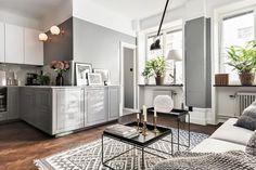Una casa que demuestra que el color gris para nuestra casa nunca va a pasar de moda.