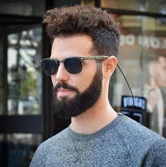 35 Of The Best Haircuts For Men With Thick Hair - Hairstyles & Haircuts for Men & Women Mens Hairstyles Widows Peak, Mens Hairstyles Round Face, Latest Men Hairstyles, Popular Mens Haircuts, Cool Haircuts, Haircuts For Men, Cool Hairstyles, Hairstyles Haircuts, Haircut Men