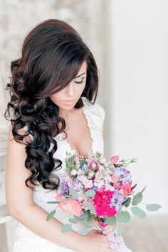 25 unique wedding hairstyles Cheveux de mariage 0 Ağu 2018 Wedding Hair 0 The bells are officially ringing for wedding season ! Classic Wedding Hair, Romantic Wedding Hair, Hairdo Wedding, Wedding Curls, Perfect Wedding, Summer Wedding, Wedding Hairstyles For Long Hair, Bride Hairstyles, Pretty Hairstyles