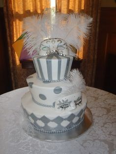 maybe a different color Masquerade Cakes, Sweet 16 Masquerade, Masquerade Wedding, Masquerade Theme, Masquerade Ball, Round Wedding Cakes, Mardi Gras Carnival, Mardi Gras Beads, Cute Wedding Ideas