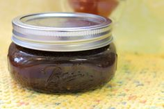 Are you looking for a simple way to exfoliate and nourish your skin at the same time? This Exfoliating Brown Sugar & Honey Facial Mask is exactly what you need! Honey Facial Mask, Facial Masks, Diy Skin Care, Skin Care Tips, Sugar Scrub For Face, Diy Body Scrub, Lemon Essential Oils, Skin Treatments
