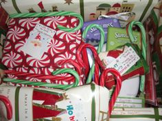 christmas across the miles: holiday deployment care package ideas – obsessively crafty Military Deployment, Deployment Gifts, Military Spouse, Military Life, Cute Gifts, Diy Gifts, Christmas Care Package, Deployment Care Packages, Craft Packaging