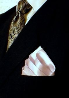 Pocket Square Holder & Men's Fashion Accessory that Holds the Handkerchief - Black Seamless Leather Design - Fit for All Handkerchiefs & Suit Jackets - Great Gift Pocket Square Folds, Pocket Square Styles, Men's Pocket Squares, Sharp Dressed Man, Well Dressed Men, Old Man Fashion, Mens Fashion, Mens Attire, Suit And Tie