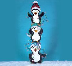 Tangled Penguins Woodcraft Pattern Just tryin' to be helpful, this snowy trio has become tangled in their work. #diy #woodcraftpatterns