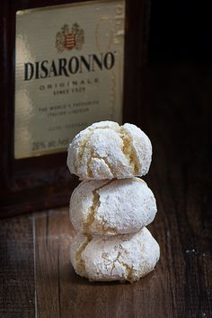 So easy to make, crisp on the outside and chewy in the middle and they're naturally gluten-free too. Gluten Free Biscuits, Gluten Free Cakes, Gluten Free Desserts, Just Desserts, Delicious Desserts, Italian Desserts, Holiday Desserts, Italian Recipes, Amaretti Biscuits