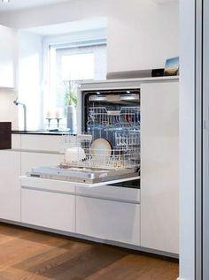 Máquina de lavar louça construída: cozinha by klocke möbelwerkstätte gmbh - Küchen - Ideen - Apartment Kitchen, Home Decor Kitchen, New Kitchen, Kitchen Ideas, Decorating Kitchen, 1960s Kitchen, Kitchen Mats, Funny Kitchen, Eclectic Kitchen