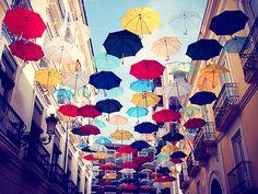 Umbrellas Street (傘通り)
