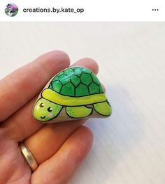 Rock Painting Ideas Easy, Rock Painting Designs, Pebble Painting, Stone Painting, Fun Crafts, Arts And Crafts, Rock Of Ages, Pebble Stone, Kindness Rocks