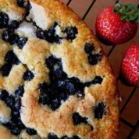 5 Crockpot Cake Recipes- blueberry cake only takes 1 21 oz. of blueberry filling, yellow cake mix  1/2 c. melted butter. Pour filling in crockpot, then sprinkle cake mix and butter over the top. Cook for 2-3 hours.