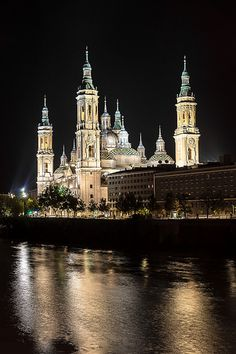 Basilica of Our Lady of the Pilar, Zaragoza, Spain. Basílica de Nuestra Señora del Pilar, Zaragoza, España.