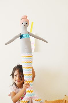 DIY Mermaid Doll - Holy mother of cuteness. Auntie @Evanne Offenbacker Lilly might need one of these! :)