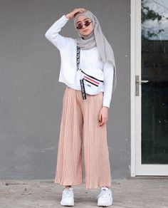 Tops and skirts в 2019 г. hijab fashion summer, street hijab fashion и hija Hijab Fashion Summer, Modern Hijab Fashion, Street Hijab Fashion, Hijab Fashion Inspiration, Muslim Fashion, Mode Inspiration, Trendy Fashion, Fashion Outfits, Hijab Fashion Style