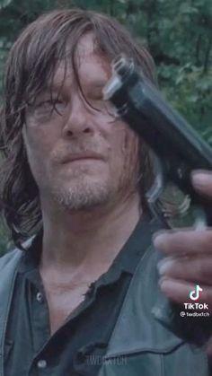 Walking Dead Gif, The Walking Death, Daryl Twd, Daryl Dixon, Melanie Martinez, Norman Reedus, Sad, Diy Crafts, Memes
