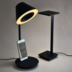 해외) 스마트폰거치대와 독 그리고 스탠드를 하나에 합쳐 스마트폰을 거치하여 음악을 틀고 조명을 켤 수 있게 디자인된 제품이다.
