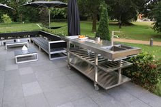 modern low outdoor seating stainless island with sink Outdoor Seating, Outdoor Dining, Outdoor Spaces, Outdoor Decor, Outdoor Kitchens, Table Inox, Garden Furniture, Outdoor Furniture Sets, Sink In Island