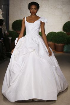 I don't know why, but I really love this wedding dress. It was in the Estee Lauder Beautiful commercial. Gorgeous!