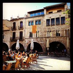 Plaça Major en Bañolas, Cataluña