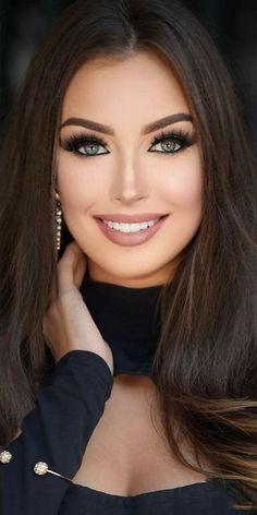 Most Beautiful Eyes, Stunning Eyes, Brunette Beauty, Hair Beauty, Mode Turban, Stunning Brunette, Beautiful Women Pictures, Woman Face