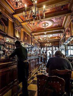 Cafetería A Brasileira, Lisboa, Portugal.