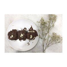 #290//365  Dessert 🍰🍫🍰🍰🍰🍰🍰 #dessert #homemade #chocolate #flower #foodporn  #food  #vsco  #vscocam  #instagram  #iphone5s  #iamykyangkang  Yummery - best recipes. Follow Us! #foodporn