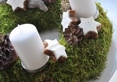 Moss Advent Wreath - Maybe I should try it this year, after all we have tons of moss here!
