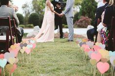 Decorações lindas feitas de papel que dão um toque super especial à decoração do seu casamento. Fáceis de fazer e econômicas, são uma ótima pedida!