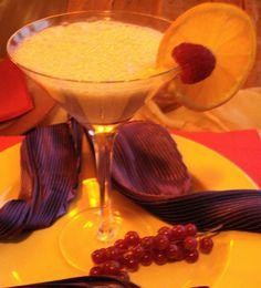Ponche Surinam Trafasie (romige pineapple-amandel cocktail met kiwi en rum)