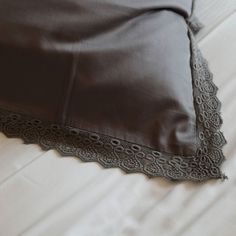 That crease... Those ripples....The detail.... you'd think we were describing a womans body!!!  No it's our dreamy signature crochet pillow case.... . . . . . . . . . . . . . . . . . . .  #jonquilliving #melbourne #exclusive #inspiration #inspo #interior #designer #luxurylifestyle #luxury #luxuryhomes #details #homedecor #homedesign #instahome #instagood #interiordesign #luxurybedding #bedroom #interiordesign #sustainable #sustainability #ecofriendly #organic #organicallygrown #startup…