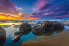 Moeraki Boulders NZ coast between Dunedin and Christchurch