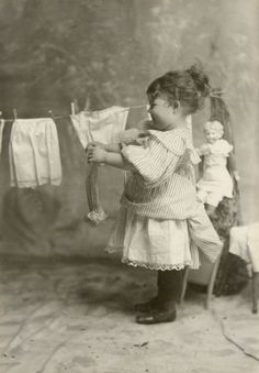 Hanging Dolls Clothes on a Clothes Line, 1890 (shewhoworshipscarlin) Vintage Abbildungen, Images Vintage, Photo Vintage, Vintage Girls, Vintage Pictures, Old Pictures, Old Photos, Vintage Illustration, Vintage Children Photos