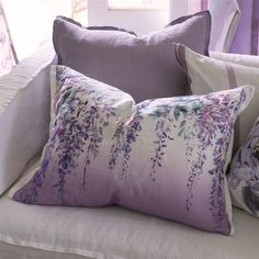 """Cushion """"Summer Palace Grape"""" from Designers Guild: https://www.blissany.com/marken/designers-guild/kissen/dekokissen-summer-palace-grape-von-designers-guild.html?___SID=U"""