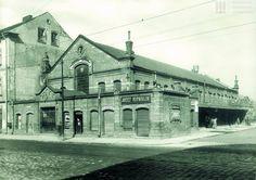 Nieistniejąca już Hala Targowa w Podgórzu, ok. 1913 r. Krakow Poland, Old Photos, To Go, Louvre, Mansions, Architecture, House Styles, Building, Places