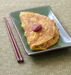 Omuraisu omelette japonaise farcie au riz et poulet (Japon) - Recettes de cuisine Ôdélices